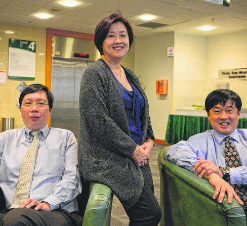 Mrs Janet Quah, one of the first volunteers to undergo the experimental therapy, with Dr Toh Han Chong (right) of the NCCS, who is leading the trial, and Dr Teoh Yee Leong, chief executive of the Singapore Clinical Research Institute.